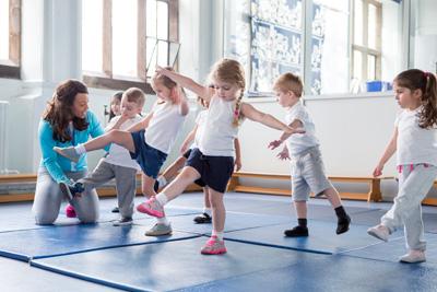teacher instructing children students